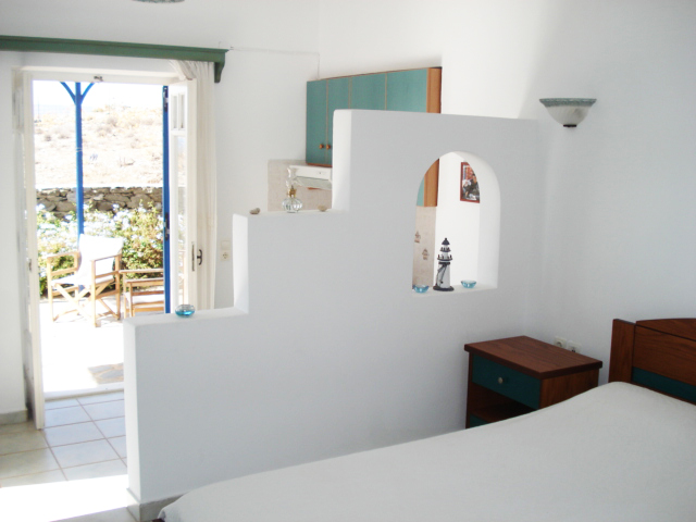 A room with balcony in Tholari Studios